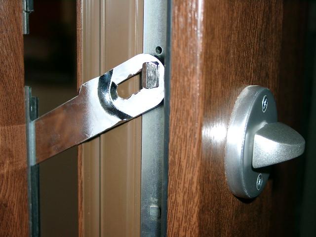 zabezpieczenie drzwi zewnętrznych